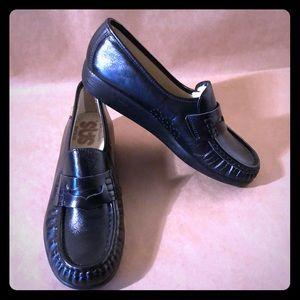 NWOT SAS Black Leather HANDSEWN Loafers